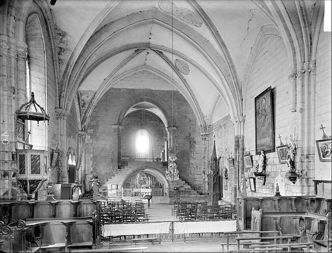 Vue intérieure de la nef vers l'ouest