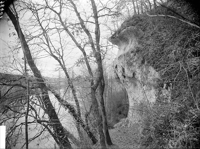Grottes des Près-Romies : rochers