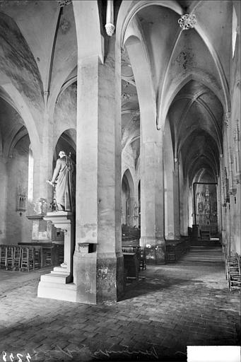 Vue intérieure de la nef et du bas-côté sud, vers le nord-est