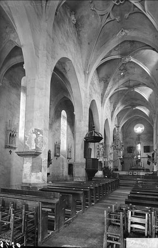 Vue intérieure de la nef et du bas-côté nord, vers le nord-est