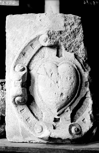 Fragment sculpté : Ecusson