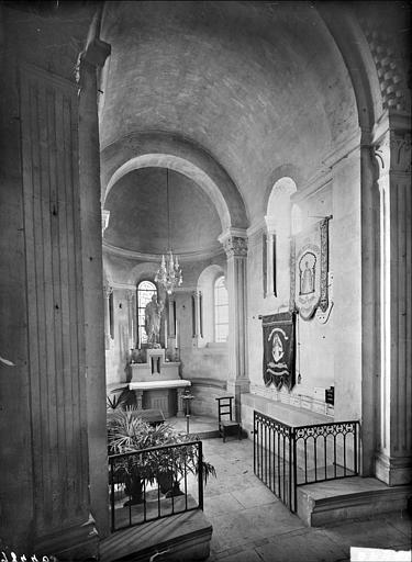 Vue intérieure de la chapelle absidale sud, dite chapelle Saint-Joseph