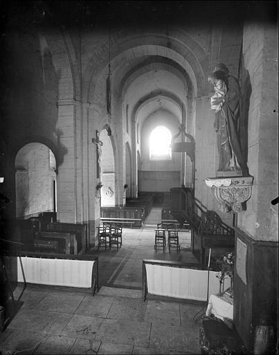 Vue intérieure de la nef vers le sud-ouest