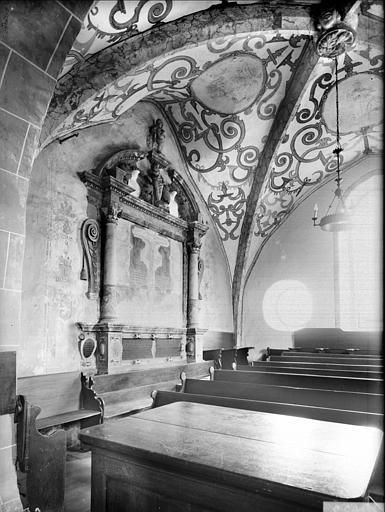 Vue intérieure du choeur vers le sud-est : autel