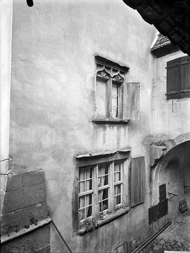 Façade avec fenêtres