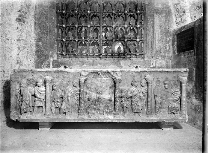 Crypte, sarcophage chrétien dit de sainte Madeleine, face