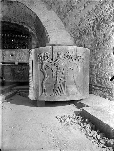 Crypte, sarcophage chrétien dit de sainte Sidonie, côté droit