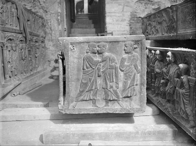 Crypte, sarcophage chrétien dit de sainte Madeleine, côté droit, le Baiser de Judas