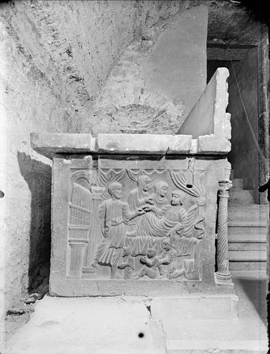 Crypte, sarcophage chrétien dit de sainte Sidonie, côté gauche