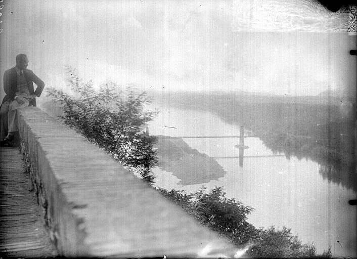 La promenade du château : vue sur la Garonnne et son pont