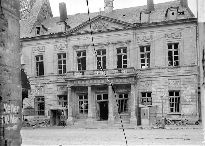 Façade sur la rue Saint-Sauveur
