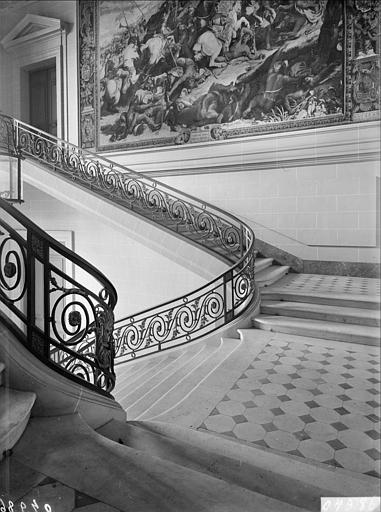 Appartement double de Prince : escalier d'Apollon, vue du premier palier