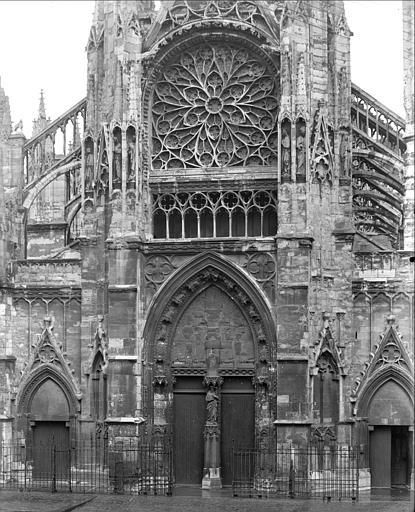 Façade ouest : portails et rosace