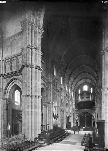 Vue intérieur de la nef vue du choeur