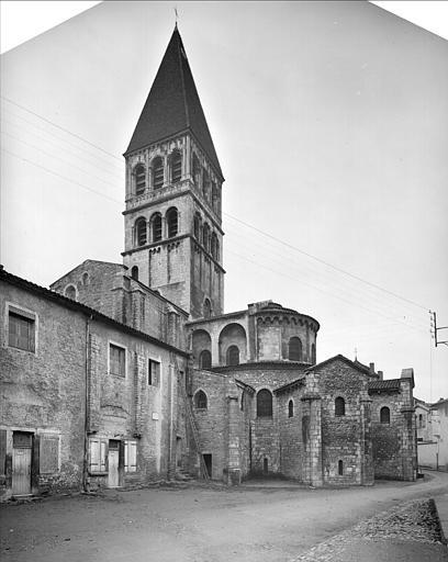 Vue extérieure de l'abside et du clocher
