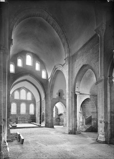 Vue intérieure du choeur de l'église
