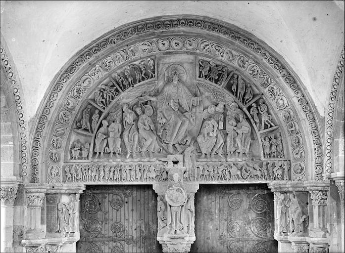 Tympan du portail central du narthex : la Pentecôte