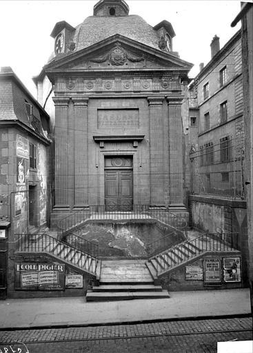 Vue d'ensemble de l'entrée de la chapelle