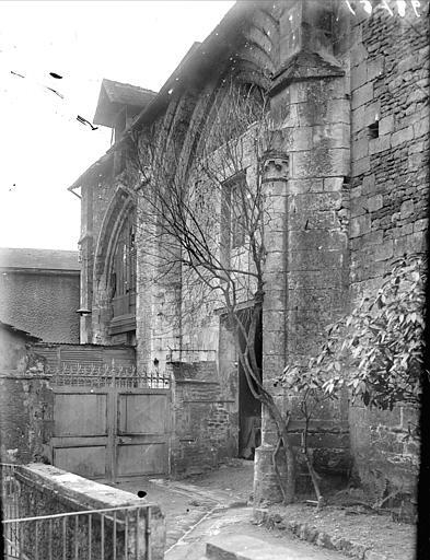 Vue extérieure d'une partie de la nef