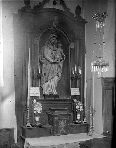 Autel : statue de la Vierge à l'Enfant