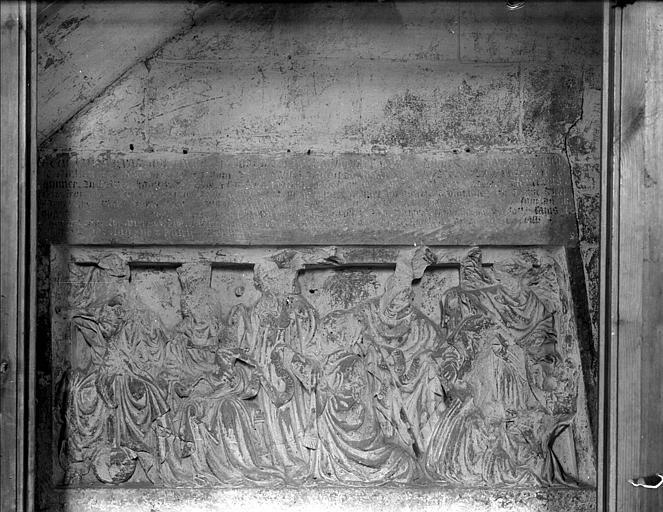 Tombeau de Nicole Levilain : bas-relief
