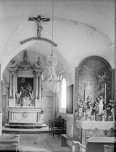 Choeur : maître-autel, Christ en croix