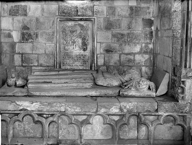 Chapelle de la Vierge : détail du tombeau