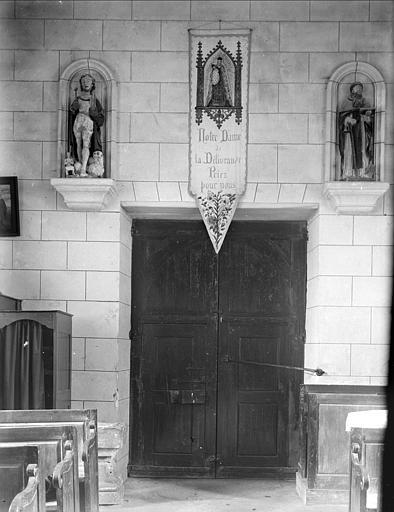 Vue intérieure du portail ouest : statues