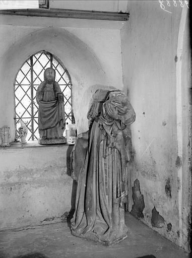 Statue de la Vierge à l'Enfant décapitée