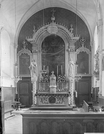 Choeur : maître-autel, tableaux de l'Education de la Vierge, l'Annonciation, saint Eutrope, statues de Jésus-Christ et de la Vierge