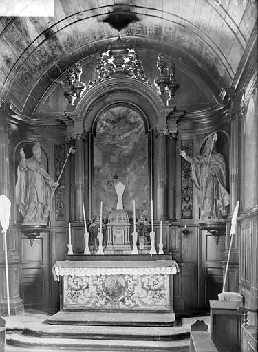 Vue du choeur : maître-autel, tableau de la Nativité