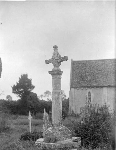Vue générale du cimetière et de l'église
