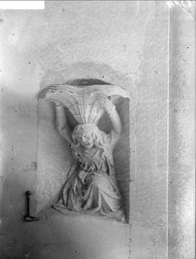 Bénitier sculpté