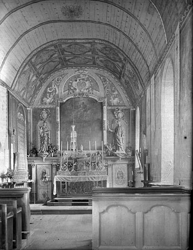 Vue de la nef vers le choeur : statues de la Vierge à l'Enfant et de saint Joseph, tableau de l'Assomption