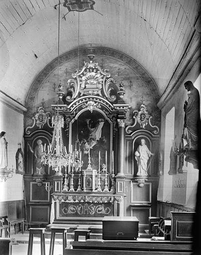 Choeur : maître-autel, tableau de la Déposition de croix, statues de saint Pierre et de saint Etienne