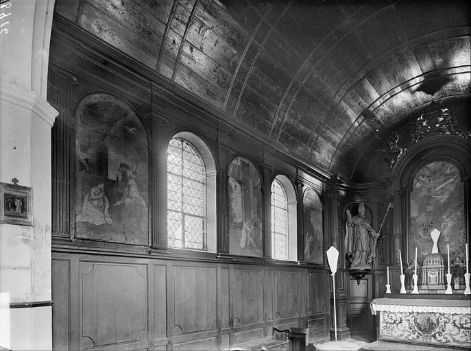 Vue de la nef vers le choeur ; tableaux de la nef : l'Annonciation, la Visitation, la Route vers Bethléem