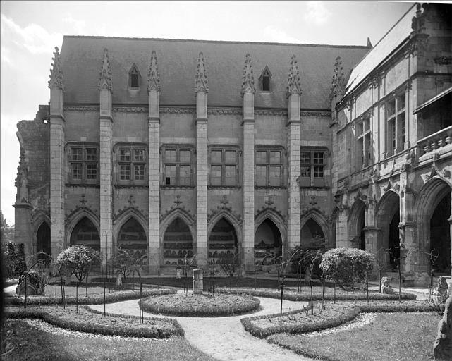 Cloître façade ouest