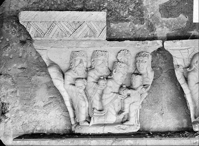 Chapiteau du cloître : Adoration des Mages