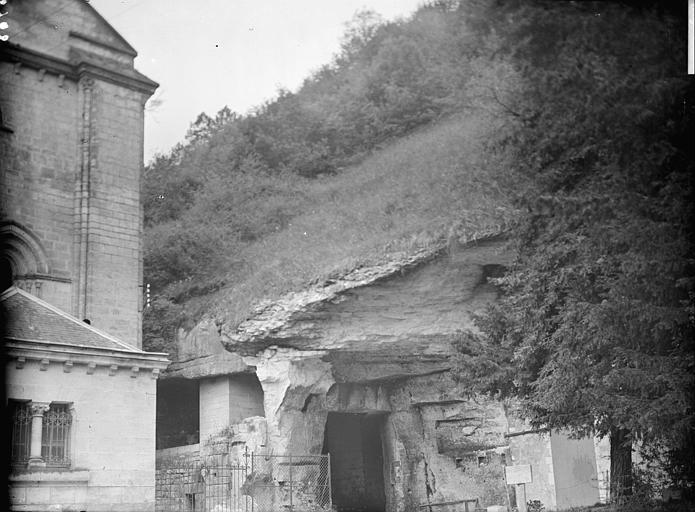 Grottes et carrières derrière la sacristie (éboulements récents)