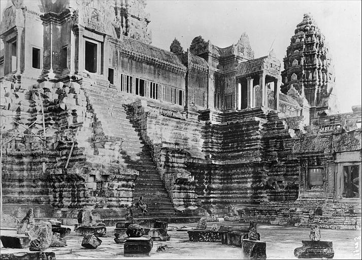 Vue de l'entrée du temple
