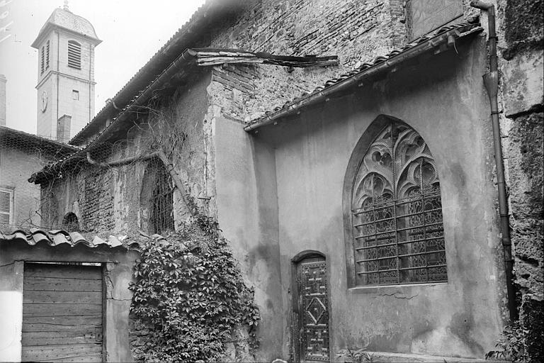Fenêtre et petite porte