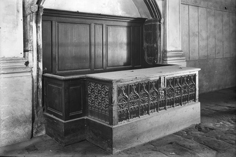 Partie sud de la nef : meuble gothique
