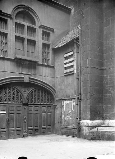 Réparation des portes sur l'impasse Saint-Nizier