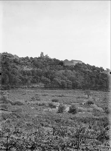 Château vu de loin, campagne