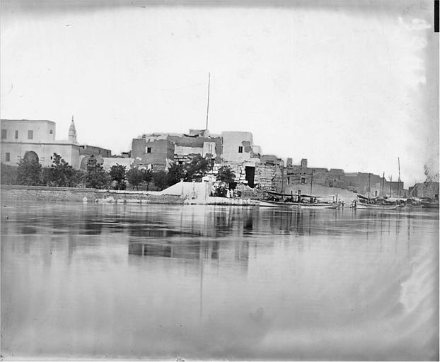 Le temple vu de l'autre rive du Nil