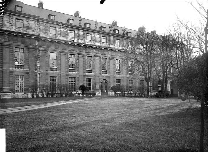 Pavillon de la Reine : façade ouest