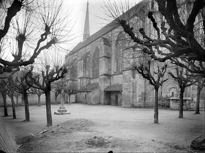 Eglise Sainte-Radegonde : vue du jardin public