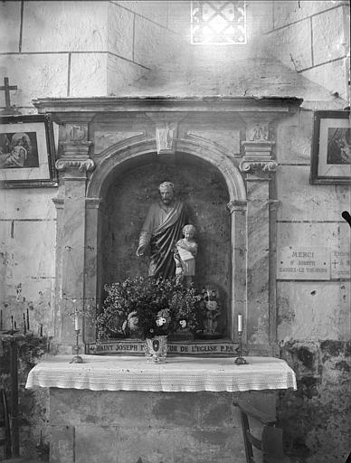 Autel de saint Joseph : statue de saint Joseph et du Christ