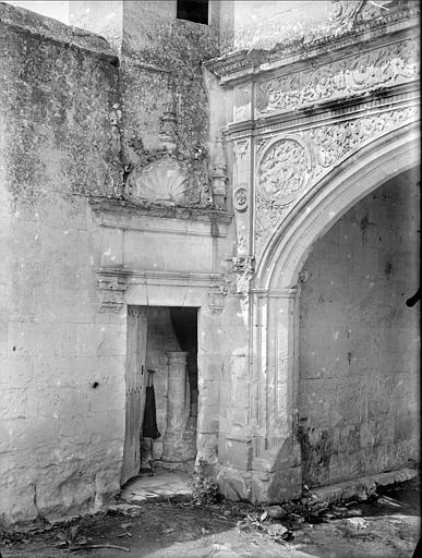 Corps de Garde, entrée de la tourelle d'escalier côté cour