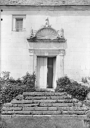 Porte de la façade est